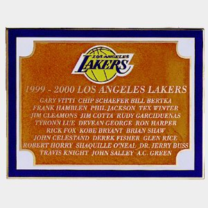 , <p>Placa con borde dorado de los Lakers</p>